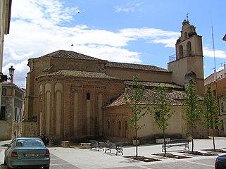 Iglesia de San Isidoro. Vista desde la plaza Campo del Pozo.jpg
