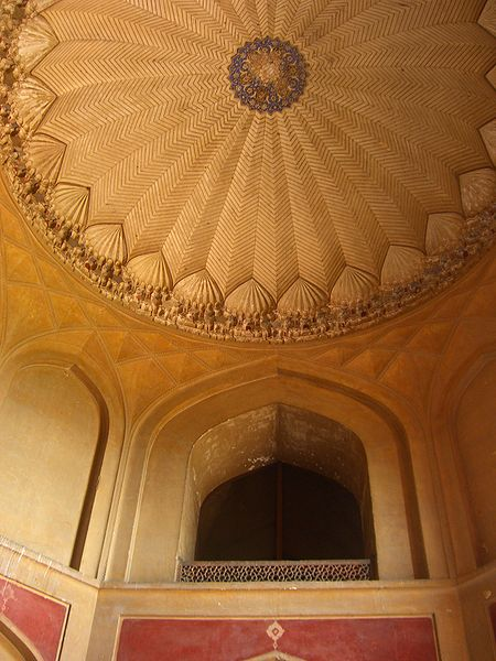 File:Inside view of the dome of Humayun's Tomb.jpg