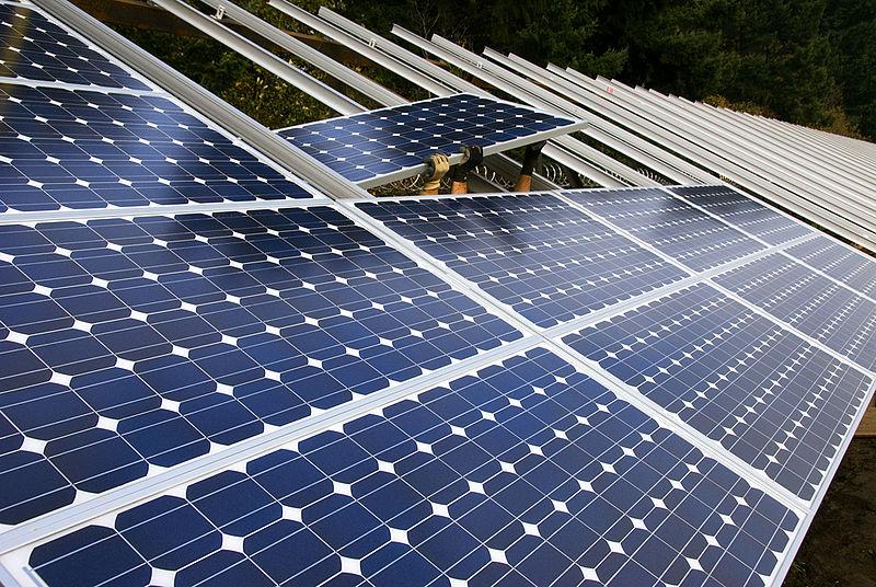 File:Installing solar panels (3049032865).jpg