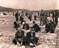 Interniranci gradijo barake v taborišču Rab.jpg