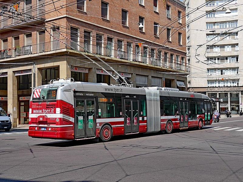 Como se locomover de ônibus em Bolonha.
