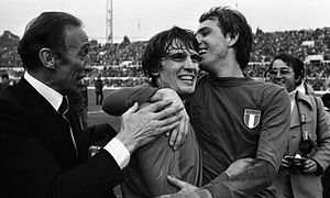 Enzo Bearzot - Bearzot, manager of the Italian national team, celebrates with Tardelli and Bettega after a victory over England in November 1976.