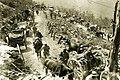 Italijanska vojska na poti proti bojišču v krnskem pogorju.jpg