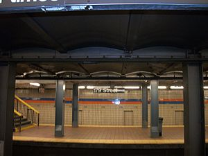 Jamaica–179th Street (IND Queens Boulevard Line) - View across the platform showing the intertwined wall design