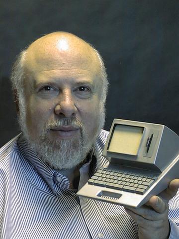 Так мог бы выглядеть Macintosh. Джеф Раскин с уменьшенной моделью Canon Cat