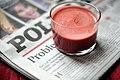 Juice af æbler, rødbede, gulerødder, grape og ingefær (5022924772).jpg