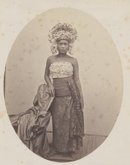 KITLV 4395 - Isidore van Kinsbergen - Balinese female dancer at Singaraja - 1865-1866.tif