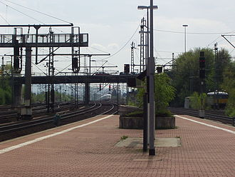 Kassel-Wilhelmshöhe station - Southern end of the platform, behind an ICE departs