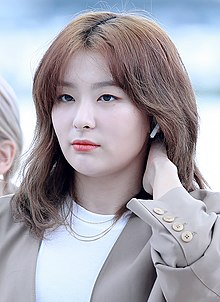 Kang Seul-gi at Incheon Airport on September 2, 2019.jpg