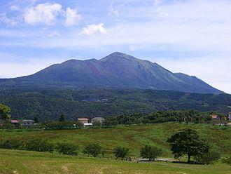 Mount Kirishima - Image: Kirishima Takachihonomine 2