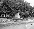 Kossuth Lajos utca a Szent István térnél, I. világháborús emlékmű (Bory Jenő és Bory Pál alkotása, 1932.). Fortepan 15175.jpg