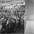 Kranslegging door bevrijde Franse politieke gevangenen op het graf van de Onbeke, Bestanddeelnr 900-2610.jpg