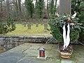Kranz auf dem Soldatenfriedhof - panoramio.jpg