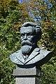 Kremenchuk Public Garden named to O.Babaev-Monument-Bust of Academician V.Vernadskiy 02 (YDS 7635).jpg
