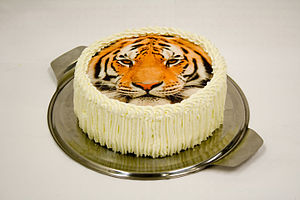 Edible ink printing - A cake topped with a photograph of a tiger, printed on edible paper