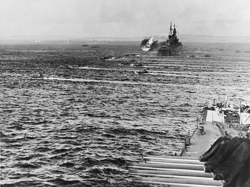 File:LVTs move toward Saipan, past bombarding cruisers, on 15 June 1944 (80-G-231838).jpg