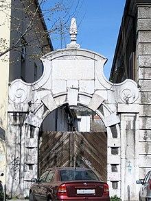 Portal ulaza u Lazaret