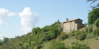 Le Castellard-Mélan - The chapel of Our Lady, with the ruins of the castle in the background