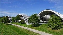Le centre Paul Klee (Berne, Suisse) (28648115807).jpg