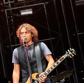 Luciano Ligabue - Ligabue performing in Turin on  2010-09-18