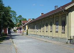 Kungsgatan med ældre træhusbebyggelse.