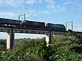 Locomotivas de comboio que passava sentido Guaianã pela ponte ferroviária sobre o Rio Tietê em Salto - Variante Boa Vista-Guaianã km 206 - panoramio.jpg