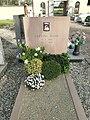 Lodi - cimitero di Riolo - tomba di Giuliano Mauri.jpg