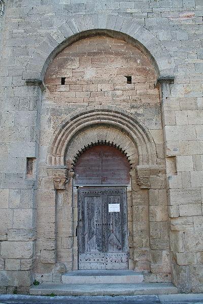 Loupian (Hérault) - église Saint-Hyppolite - portail.