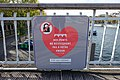 Love without locks campaign, Passerelle Debilly, Paris 1 November 2016.jpg