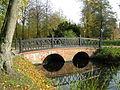 Ludwigslust Schlosspark Brücke zur Katholischen Kirche 2010-10-29 059.JPG