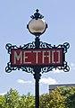 Métro de Paris, Iéna station, totem Val d'Osne.jpg