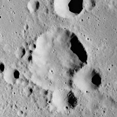 Müller crater AS16-M-1670.jpg