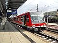 Mainzer Hauptbahnhof- auf Bahnsteig zu Gleis 5- Richtung Worms (Hochsteg) (RB 928 472-0) 23.4.2009.JPG