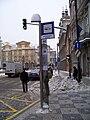 Malostranské náměstí, zastávka elektrobusu (02).jpg