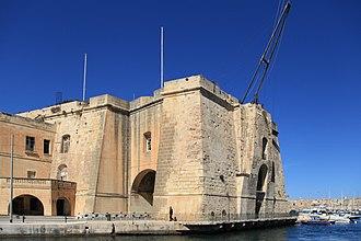 Fortifications of Senglea - Image: Malta Senglea Triq Ix Xatt Juan B. Azopardo Sheer Bastion (MSTHC) 03 ies