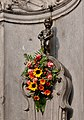 Manneken-Pis decorated with flowers (DSCF6364).jpg