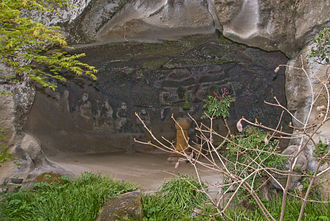 Meigetsu-in - The Yagura. Visible are the figures of the so-called 16 Arhats