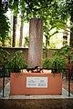 Memorial a Yves Saint Laurent.jpg