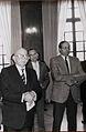 Michel Vernus, remise du prix comtois du livre par le Président Edgar Faure en 1986.JPG