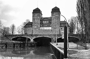 Weser - Image: Minden Weser Mittelland Kanal Lock 01