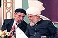 Mirza Masroor Ahmad mit Abdullah Uwe Wagishauser.jpg