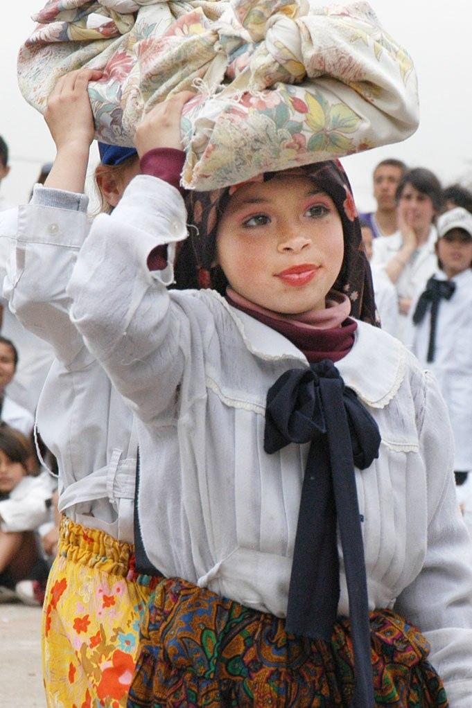 Montevideo school play laundress