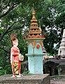 Monywa-Hpo Win Daung-40-Statue mit Affen-gje.jpg