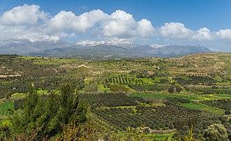 La chaîne du mont Ida et la plaine de la Messara, vus de Phaistos, en Crète. (définition réelle 4479×2730)