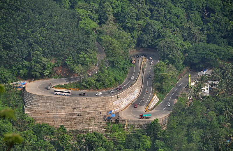 പ്രമാണം:Mountain Pass Wayanad.jpg