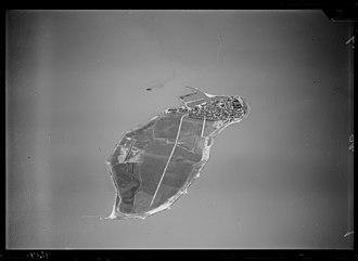 Urk - Aerial photograph of the former island Urk, 1920-1940. Nederlands Instituut voor Militaire Historie.