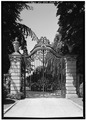 NORTH ENTRANCE GATE ON BELLEVUE AVENUE, LOOKING WEST - The Elms, Bellevue Avenue, Newport, Newport County, RI HABS RI,3-NEWP,60-16.tif
