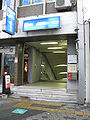 Nagoya-subway-E07-Nagoyako-station-entrance-1-20100315.jpg