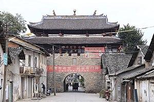 Nanxiong - Image: Nanxiong Fucheng Zhengnan Men 2014.01.12 09 33 37