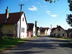 Nedrahovice, silnice a domy.jpg
